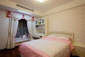 田园风格卧室飘窗窗帘装修效果图