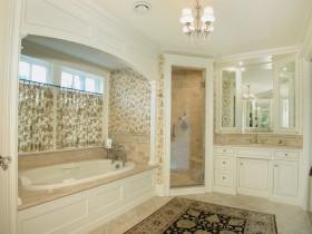 欧式豪华卫生间浴缸装修设计图片