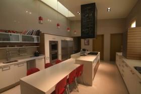 现代简约别墅开放式厨房装修效果图大全