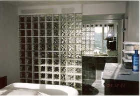 卫生间玻璃隔断效果图片