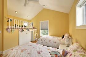 阁楼卧室黄色背景墙装修设计效果图大全