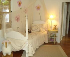 简约阁楼小卧室装修效果图