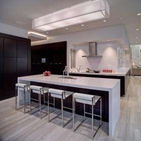 现代开放式厨房吊顶灯装修效果图
