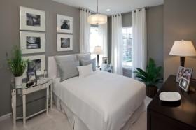 最新简约卧室窗帘装饰图片