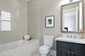 最新简约卫生间瓷砖图片