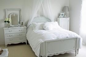 简约欧式床装修效果图