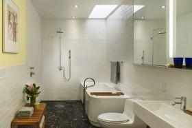 简单装修卫生间浴缸效果图