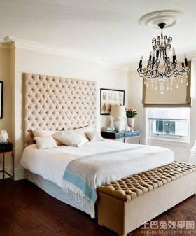 别墅卧室床头软包背景墙装修效果图