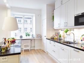 现代简约L型厨房装修效果图
