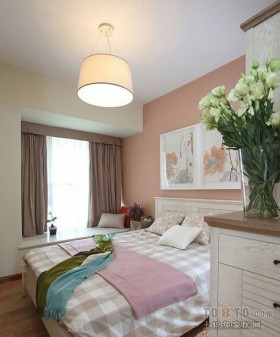 2013主卧室装修效果图 卧室飘窗装修设计
