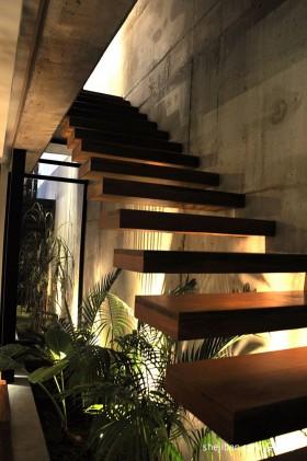 现代别墅楼梯装修设计