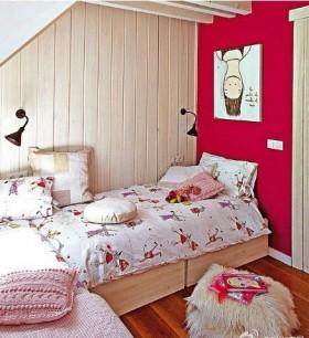 斜顶阁楼卧室装修效果图欣赏
