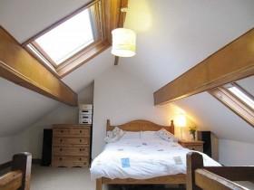 中式斜顶阁楼卧室装修效果图大全