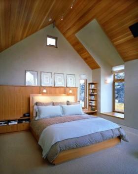 最新斜顶阁楼卧室装修效果图欣赏
