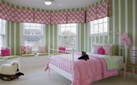 最新欧式卧室飘窗装修效果图