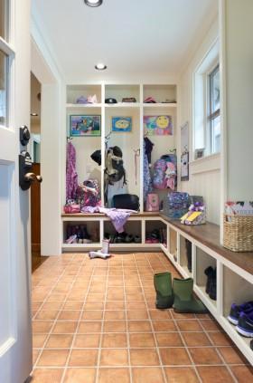 进门过道玄关鞋柜装修效果图
