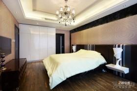 现代别墅卧室衣柜装修效果图