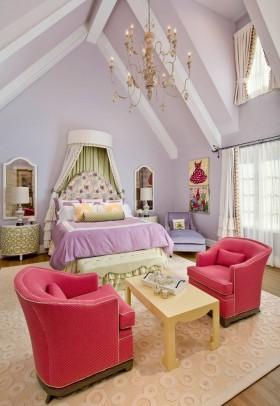 斜顶阁楼卧室装修设计图片