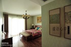 卧室挂画窗帘装饰效果图