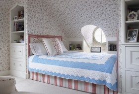 田园阁楼卧室装修效果图欣赏