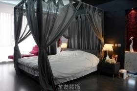 现代风格主卧室装修效果图片欣赏