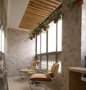 最新封闭式阳台装修效果图片欣赏
