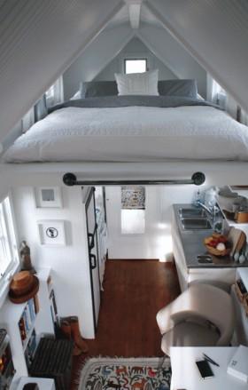 最新斜顶阁楼卧室装修效果图