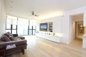 最新现代简约四居客厅电视背景墙装修效果图