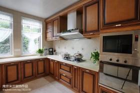 美式风格厨房实木整体橱柜效果图