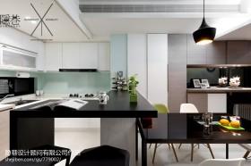 现代风格小厨房吧台装修