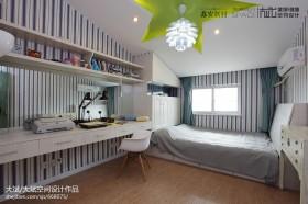 简约阁楼卧室设计效果图