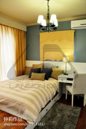 现代简约小卧室榻榻米垫子装修效果图