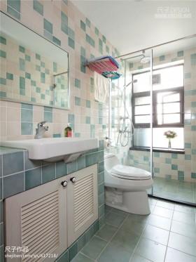 2013现代风格卫生间瓷砖装修图片