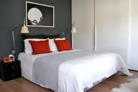 现代简约卧室木地板装修效果图