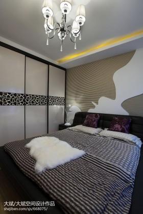 现代主卧室衣柜移门装修效果图