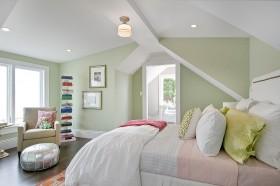 斜顶阁楼卧房装修风格