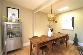 小餐厅实木餐桌装修效果图