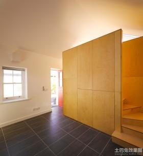室内楼梯木隔断装修效果图片