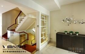 2013现代旋转式实木楼梯装修效果图片