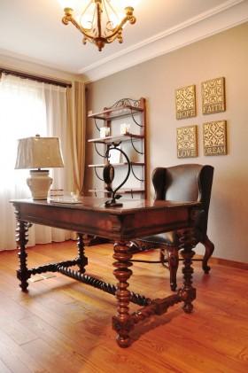美式风格三室两厅书房书桌装修图片