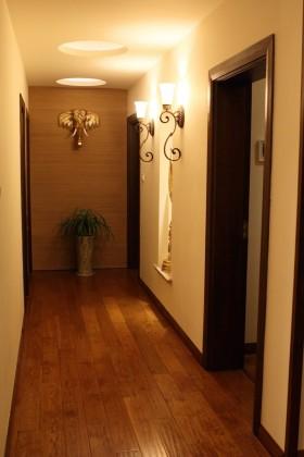 东南亚风格家装过道实木地板装修效果图