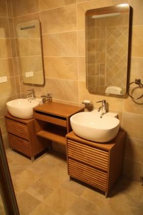 东南亚风格卫生间洗手台瓷砖效果图