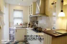 现代美式开放式厨房装修效果图