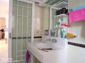 家庭卫生间洗手台装修效果图