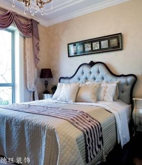 欧式风格主卧室照片墙效果图