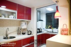 现代风格厨房烤漆橱柜效果图