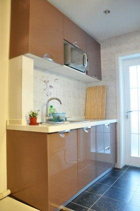 小厨房香槟色橱柜装修效果图欣赏