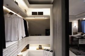现代风格家居衣帽间柜子装修效果图