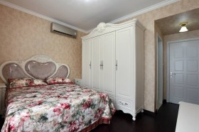 卧室实木衣柜效果图欣赏