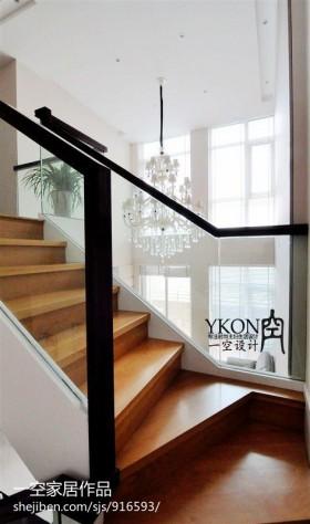 现代复式楼实木楼梯装修效果图